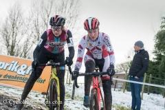 10-12-2017: Wielrennen: Druivencross: Overijse: Annemarie Worst en Ellen Noble worstelen in de afdaling